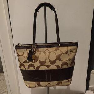 🌸🌺 Beautiful monogram canvas bag by Coach 🌸🌺